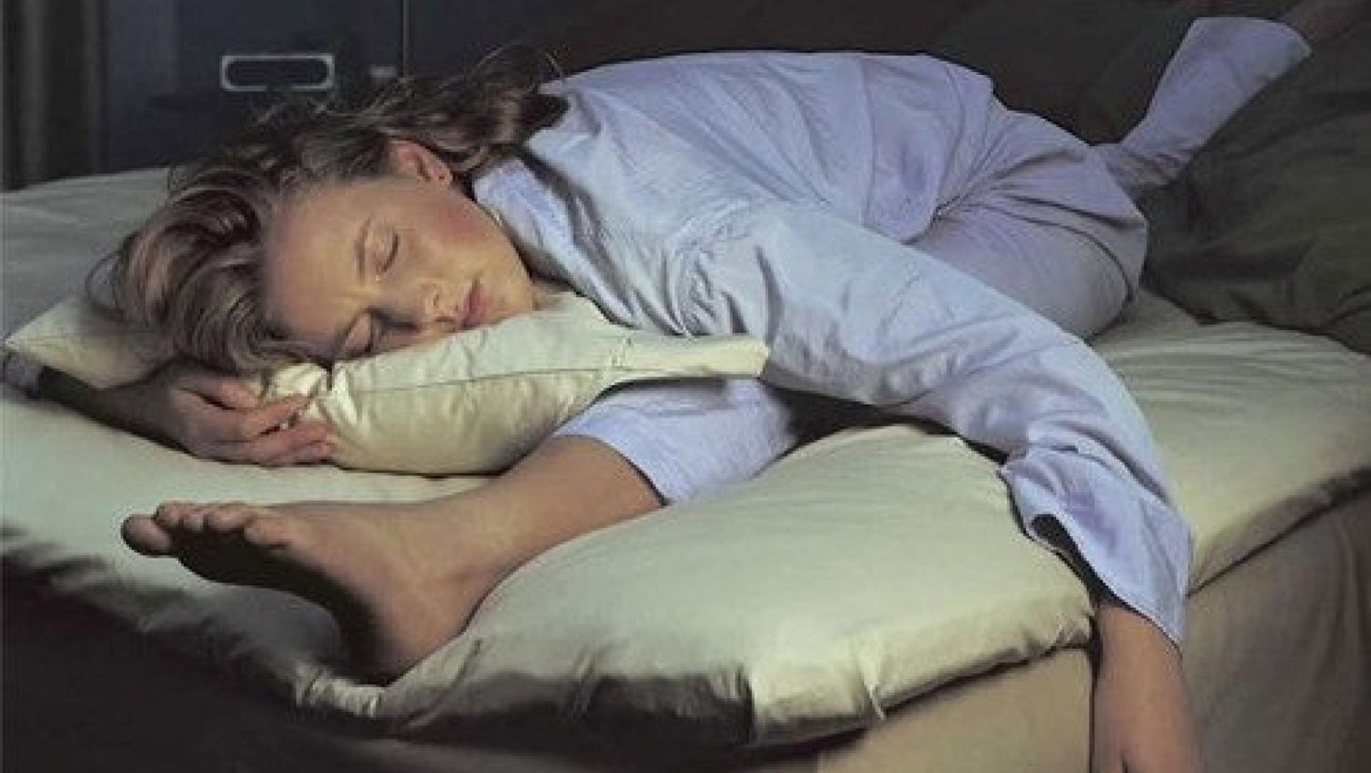 Картинка спящей девушки смешная